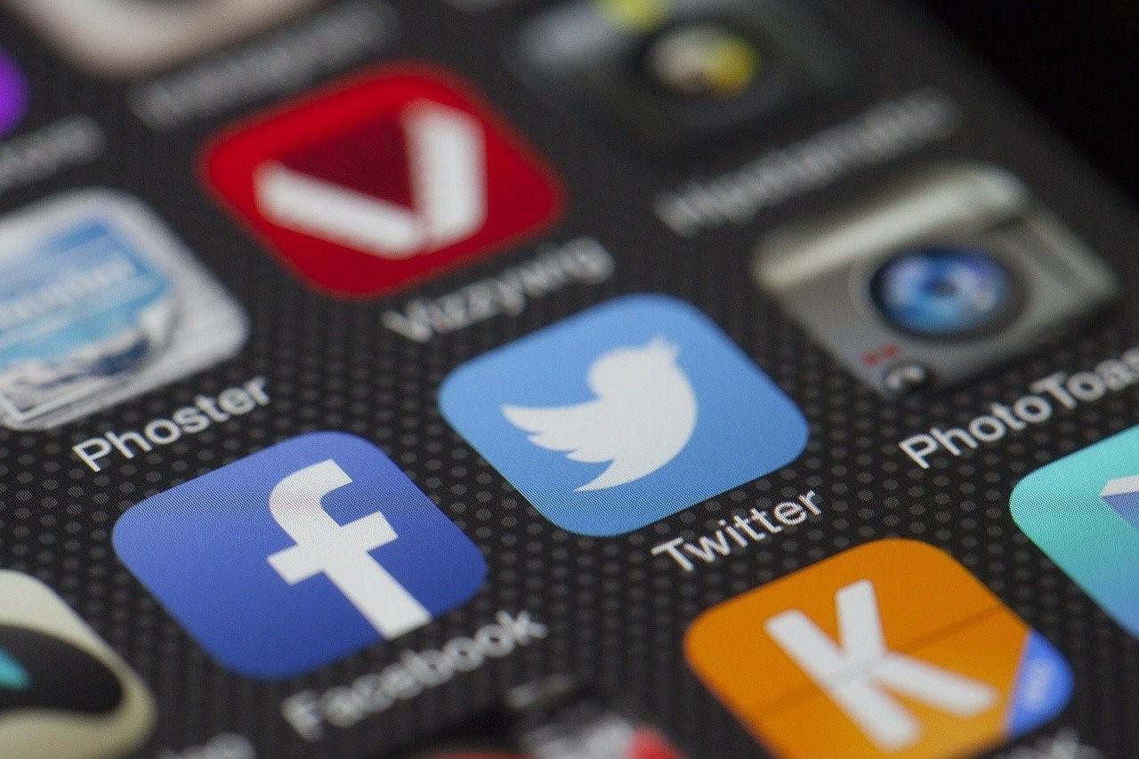 Facebook et Instagram : comment créer des pages commémoratives ?